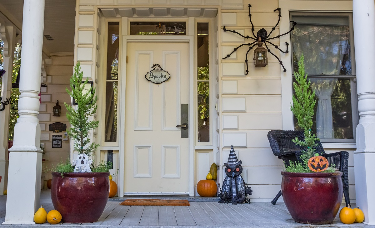 halloween porch décor on a budget